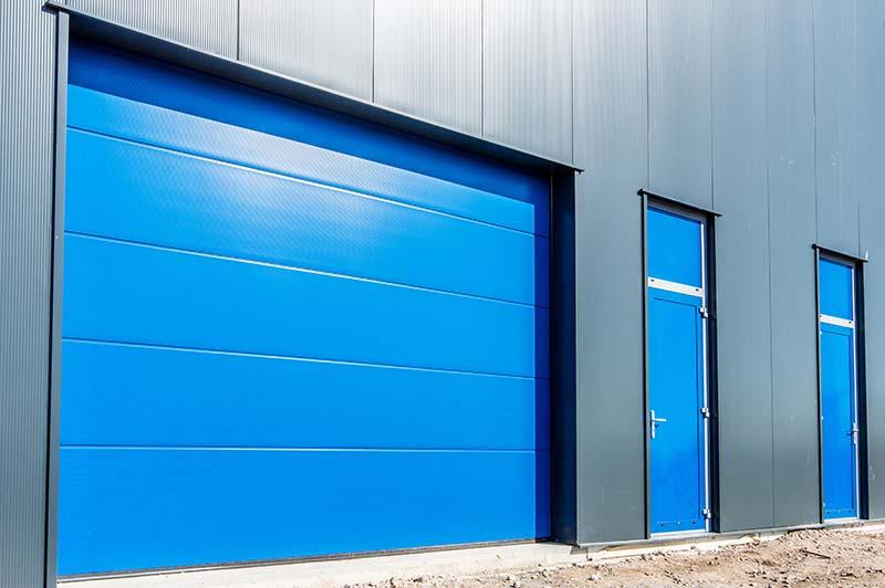 porte sectionnelle pour une industrie à Plaintel (22) | ASM Fermetures